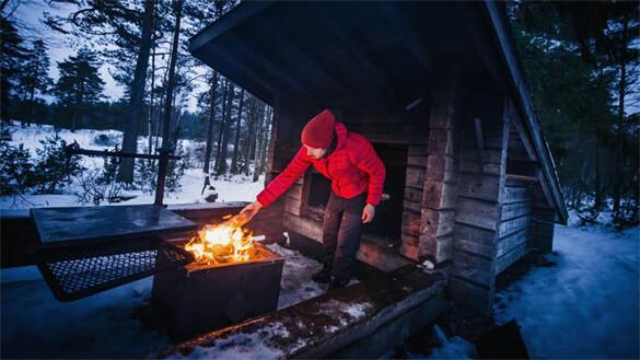 Ensimmäinen talviyö metsässä 2